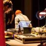 Hannes Smith bereitet sein Liveset für unsere Societymindlove 2.0 Performance vor